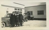 3 men, 1940s Car